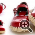 В подошвахботинок использовано более 1000 зубов